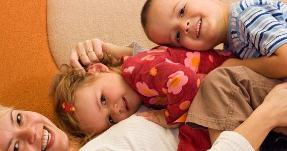استخدام پرستار کودک در منزل